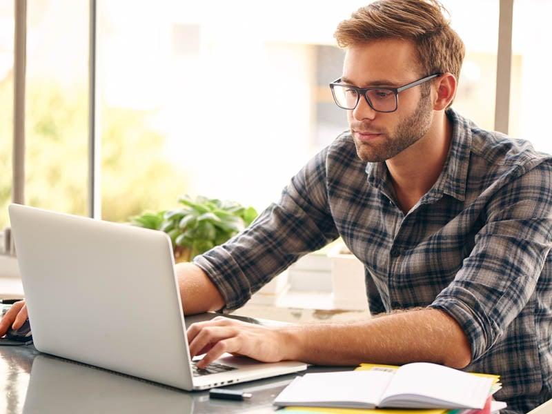 estudia-mientras-trabajas-y-obten-tu-titulo