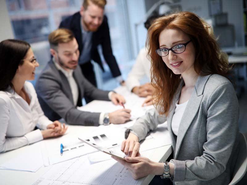 Mujer ejecutiva, estudiante de licenciatura ejecutiva