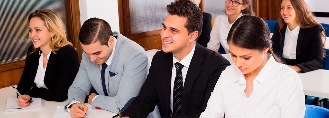 INFOGRAFÍA: un posgrado es la clave para avanzar en tu carrera profesional