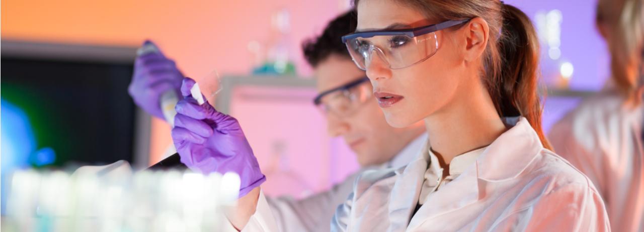 ¿Te apasiona la ciencia? Estudia para ser Químico farmacéutico biotecnólogo